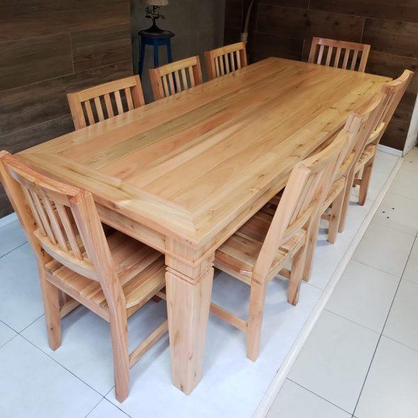 Mesa de Jantar em (Madeira Liptus)